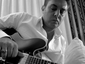 Il cantautore Sandro Di Bernardo