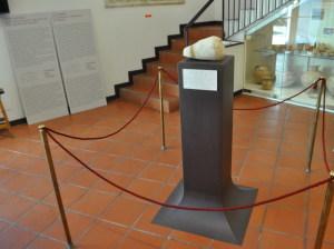 La sala del museo dove è esposto il Cippo di Naxos