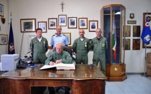 Il Gen.Preziosa firma l'Albo d'Onore