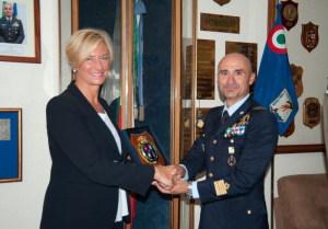 Il Ministro Pinotti e il Comandante della Base Aerea Sicuso