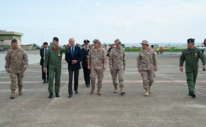 Il Ministro in visita alla Base di Sigonella