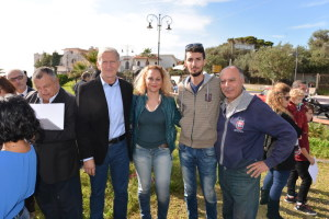 Il vicesindaco assieme al consigliere Rosa Pietrocitto, Daniele e Gianni Saglimbeni