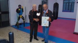 La consegna del diploma di Cintura Nera di Bastone Siciliano