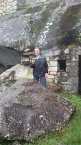 Marco nel sito della Gran Caverna