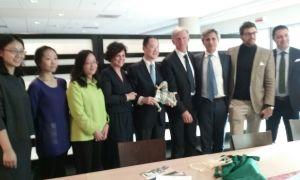 Al centro Floriana Ippolito,  Mr. Shen Xin di CPAFFC e Carmelo Giardina