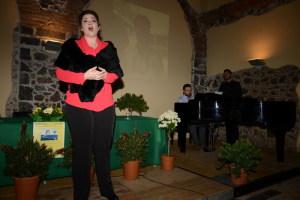 Ilenia accompagnata al pianoforte da Pappalardo Fiumara