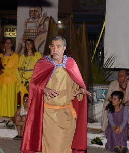 Timeo (Enrico Pappalardo) racconta la storia di Naxos
