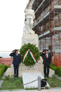 Onori al Monumento dei Caduti