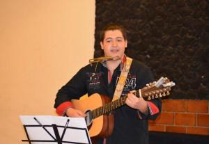 Il giovane cantante Francesco Cucinotta