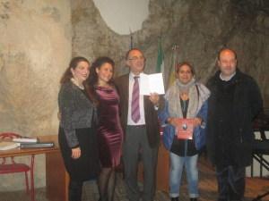 Foto di gruppo con il Sindaco Orlando Russo e l'assessore Eleonora Cacopardo