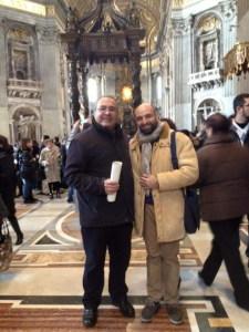 Natale Lisitano con il sacerdote Don Domenico Manuli