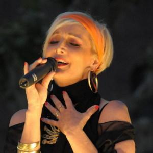 La Cantautrice Maria Russell