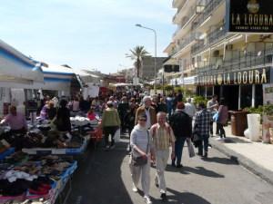 Turisti in visita alla Fiera del Primo Aprile