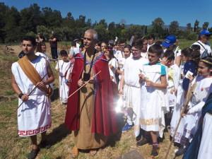 Gli alunni con Iktinos (Carmeni)