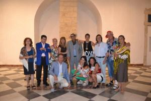 In basso al centro della foto l'avv. Silvana Paratore assieme alla Compagnia Teatrale Hippocampus