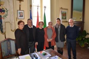 Da sin. Alfia Patti, il Sindaco Lo Turco, Pina Vadalà, Giovanna Cucinotta, l'ass. Sandra Sanfilippo e l'ass. Carmelo Villari