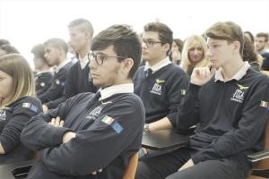Platea con studenti Besta
