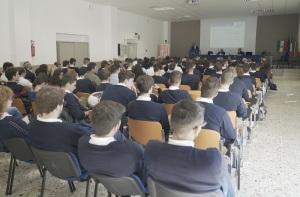 Platea con studenti Besta (2)