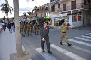 Il presidente dell'Ass. Mediterraneo Gianni Saglimbeni  in testa alla Fanfara