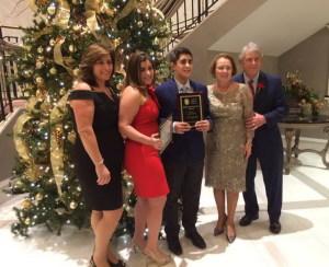 """La premiazione di Mario Russo assieme alla sua famiglia, con il premio """"High Appreciation Award"""" dell'Augusta Boston Club, assieme a Valentina Russo (abito rosso), con il premio Lanzerotta """"Family Scholarship""""."""