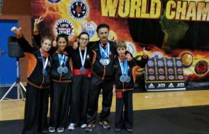 Barbagallo e i suoi giovani atleti con il medagliere conquistato in Spagna