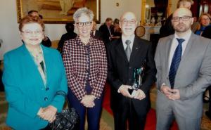 Con il governatore, la moglie Pauline e il  figlio John-Paul.