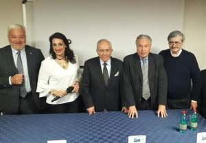 Il primo a sinistra Domenico Interdonato. Al centro l'avv. Silvana Paratore assieme ad alcuni ospiti.