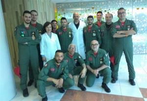 Assieme ai medici del reparto di pediatria