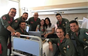 Visita al reparto di pediatria nelle stanze con i piccoli ricoverati