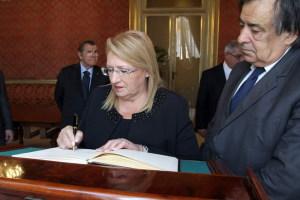 La firma nel Registro delle Autorità in visita a Palermo