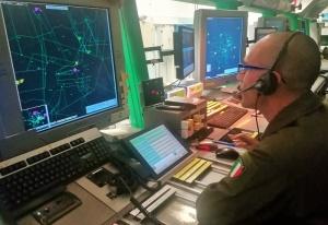 Operatori in sala Radar
