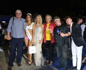 Foto di gruppo con la vincitrice Elisa Leonardi