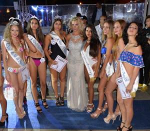 Elisabetta Cannuli con alcune concorrenti