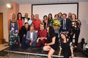 Foto di gruppo con Mimì Scalia, Salvo La Rosa, Manlio Dovì, gli amministratori Comunali e la Filocomica Sant'Andrea di Milo