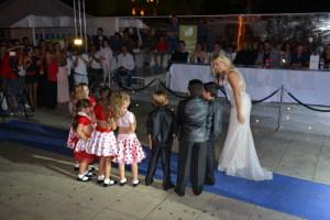 Elisabetta con i bambini della scuola di ballo