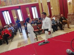 Una dimostrazione di autodifesa con il Karate