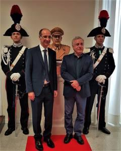 Il Presidente del TAR Catania Pancrazio Savasta e il Maestro Turi Azzolina con il busto del Generale Dalla Chiesa