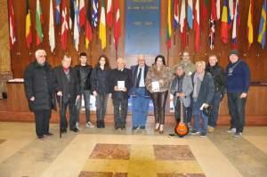 La foto di gruppo con l'autore del libro