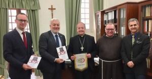 Domenico Interdonato assieme al Vescovo