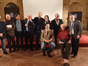 La foto di gruppo al termine del convegno con il Prof. Hobbes