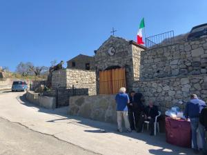 La Cappella Votiva contrada Maddalena Motta Camastra