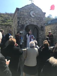Don Vincenzo Di Mura benedice la cappella