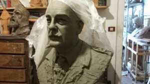 Il busto in lavorazione del Gen. Dalla Chiesa