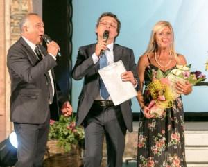 Ph di Daniel Reina (del Premio Angelo Musco 2018); da sinistra verso destra il Sindaco di Milo, Alfio Cosentino, Salvo La Rosa e Mimì Scalia
