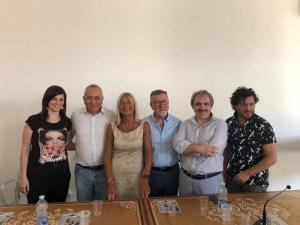Nella foto di Elisa Toscano: da sx verso dx: Francesca Stra, Alfio Cosentino, Mimì Scalia, Luciano Patanè, Turi Giordano e Fabio Costanzo