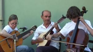 Il trio di musicisti che si è esibito offrendo al pubblico alcuni intermezzi musicali