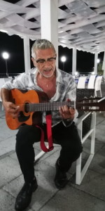 Il cantante Rosario Todaro