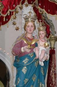 La statua della Madonna Raccomandata