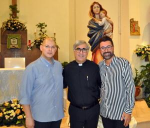 Nella foto: da sinistra Massimo Manganaro , Padre Tonino Tricomi e Gioacchino Aveni