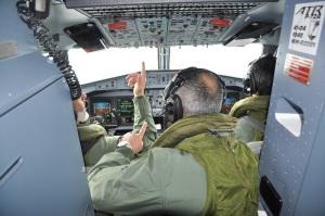 Nella cabina di pilotaggio
